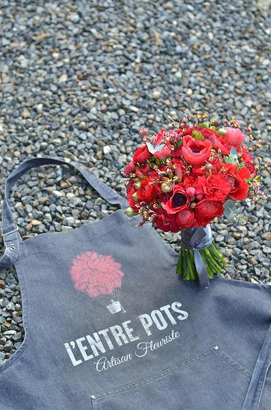 bouquet fleurs rouges lentre pots maitre artisan fleuriste geveze