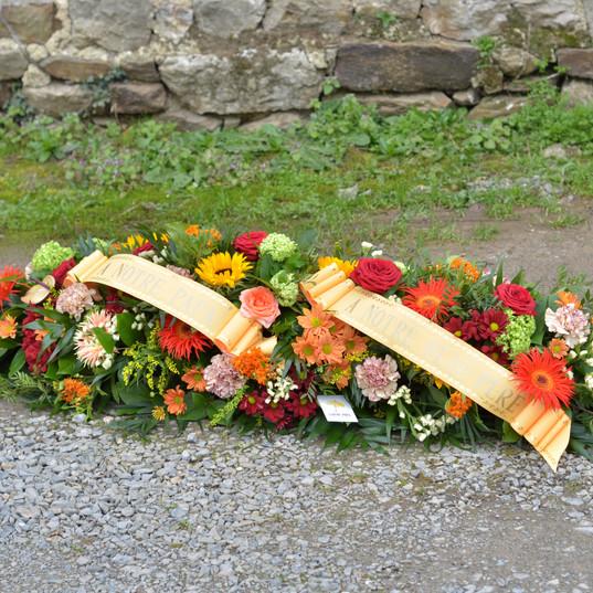 Dessus de cercueil orangé