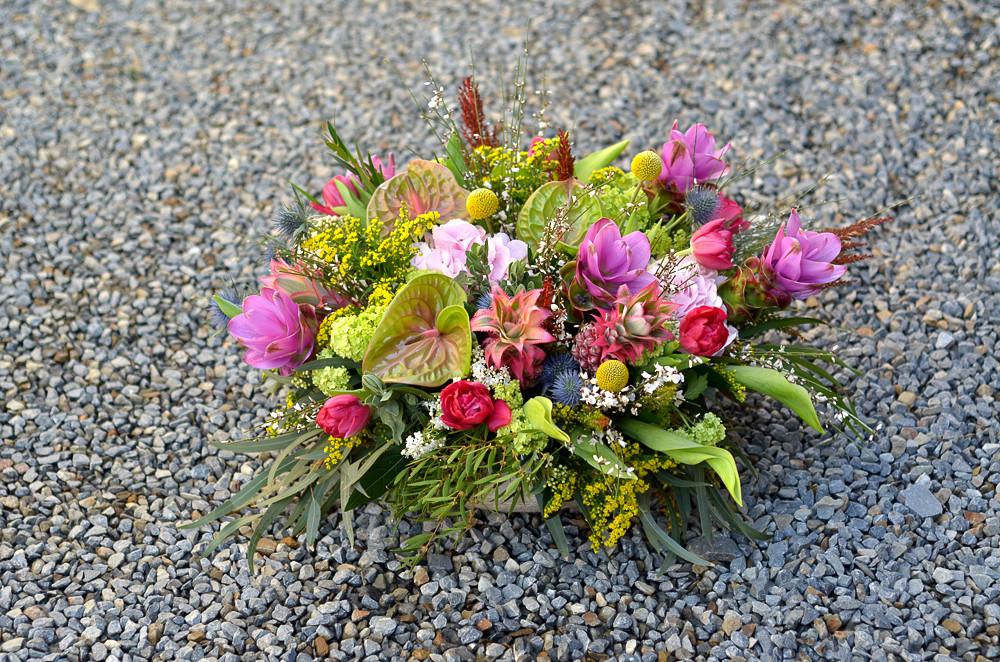 Composition de fleurs colorées