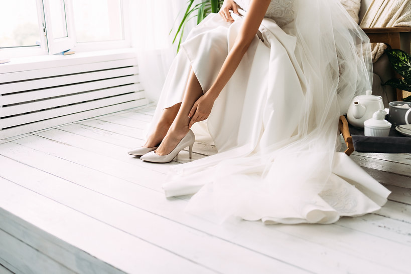 Bride dresses shoes before the wedding c