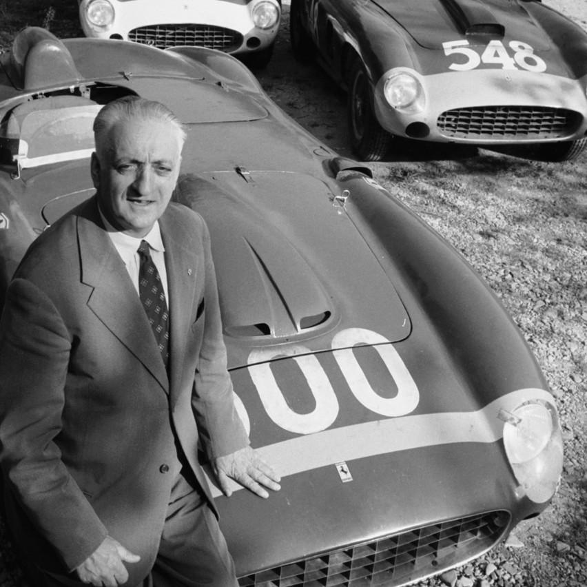 Enzo Ferrari - Carro de Cena