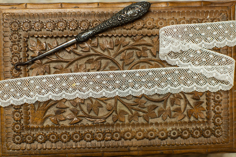 French Val Edging 854 (1 1/8 inches wide)