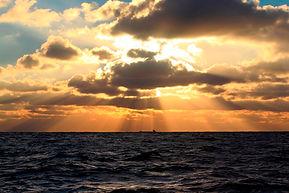 Rejoignez-nous à bord du Norda pour des vacances à la voile hors des sentiers battus! Navigation traditionnelle entre îles et cétacés aux Canaries ou en Ecosse.