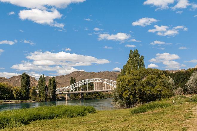 Clutha River near Alexandra in Otago (CS).jpg