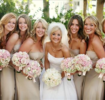 bridal-party-bouquets-dresses-beige.png