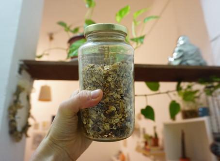 10 Minute Delicious Recipe for Homemade Granola (Vegan & GF)