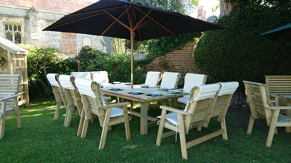 Custom Luxury Manor Banquetting Set | Outdoor Dining Tables