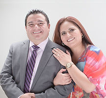 Ps. David y Erika de la Cruz.jpg