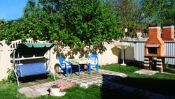 Уютный дворик: