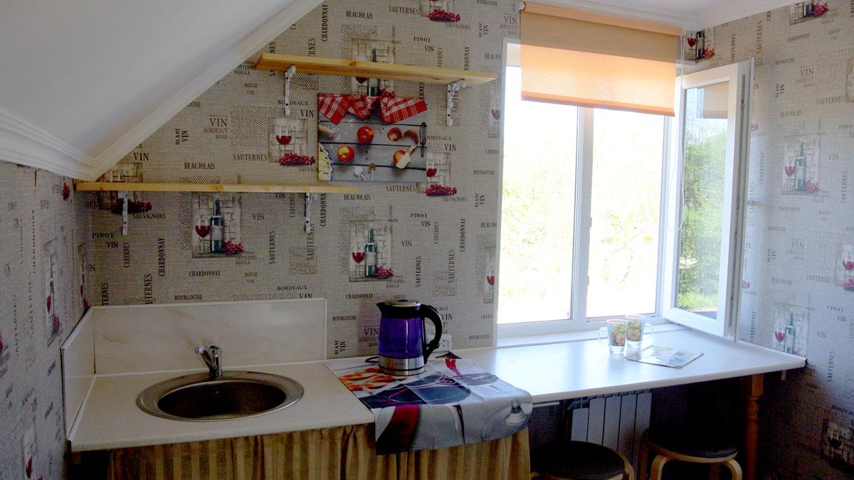 Кухня на мансарде.