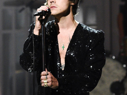 "Harry Styles lit up the Saturday Night Live stage last night with ""Lights Up"" performance -Watch!"