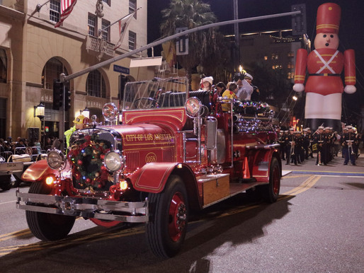 Hollywood Christmas Parade 2019: Mario Lopez, Dionne Warwick, Shawn Wayans, Bret Michaels + more