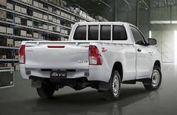 Toyota-Hilux-2021-cabina-simple-trasera-
