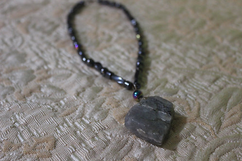 MAGNETIC LABRADORITE CRYSTAL CHOKER NECKLACE