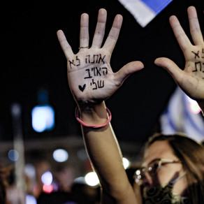 על הפגנות, מנהיגות ושאילת שאלות