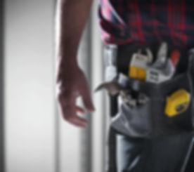 Uomo che porta il Tool Belt