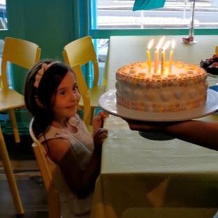 """""""Ånei, må den moren der alltid bake de fineste kakene?"""""""