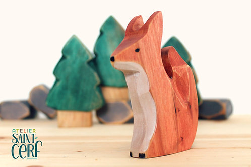 Figurine en bois recyclé sculptée à la main