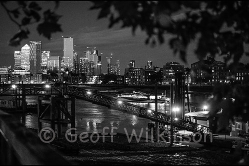 Canary Wharf from Waterside Gardens, Wapping, E1.