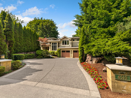 Magnificent Yarrow Bay & mountain view estate.