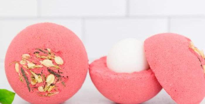 Lux Bath Bomb in Romance