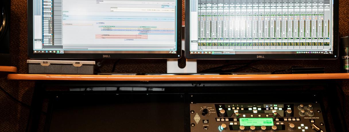 Two DELL 4k Monitors
