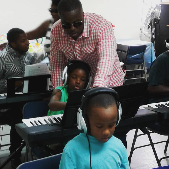 A-Stone Piano School Guiding student