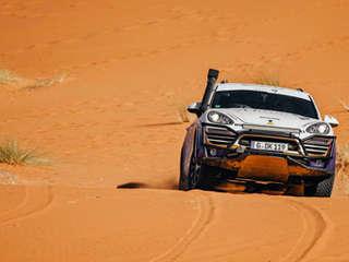 porsche cayenne riding in dunes in africa