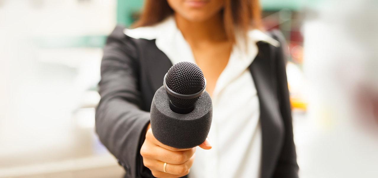 Foto Coaching Angebot Reporterin Mikrofon