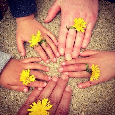 mains fleuries