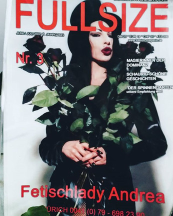#fetischladyandrearemember #fetischladyandrea #fetisch #bizarre #domina#lady#dominant#leder#zylinder#ledermantel#longnails#makeup#woman#rote