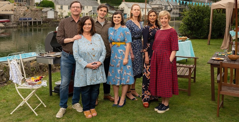 Official cast photo of Dawn French and co