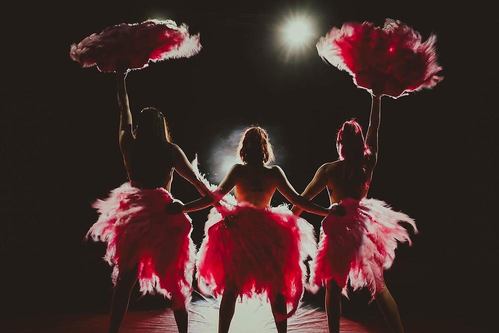 The Vulgarette's feather dance