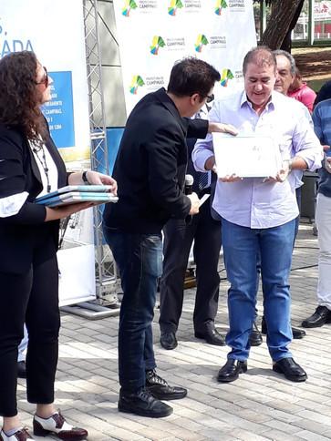 CA CAU entrega certificado ao Prefeito de Campinas Jonas Donizatte