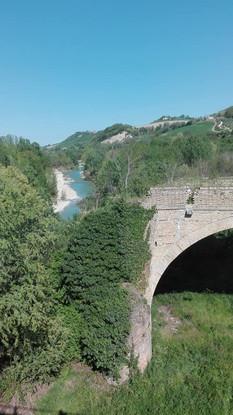 Ponte vecchio sul fiume Tenna