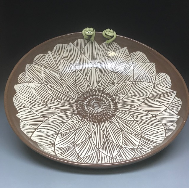 Lotus flower bowl with 2 frogs