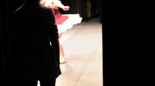 踊っている生徒のそばを離れなれない私