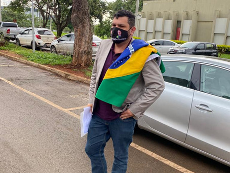 Polícia Federal faz busca em casa de jornalista Oswaldo Eustáquio.