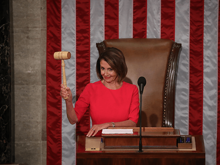 Nancy Pelosi é reeleita presidente da Câmara dos Representantes e promete revogar a Emenda Hyde.