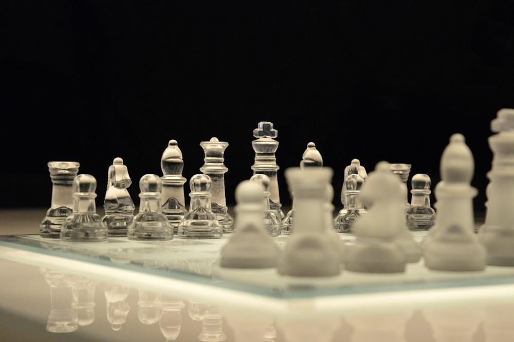 Tabuleiro de Xadrez de Vidro - Be On - Robôs de Investimento - Robô trader