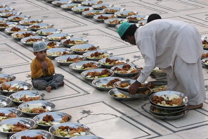ramadan-begins-in-pakistan-3219.jpg