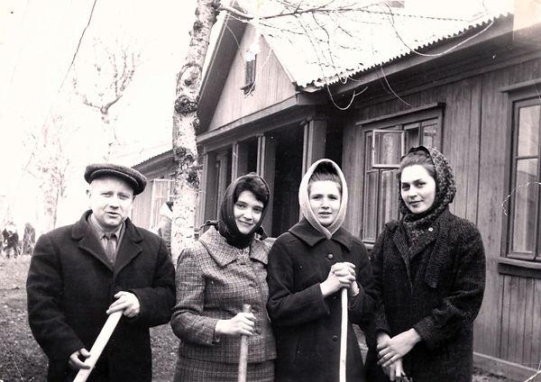 "Сотрудники редакции ""Ударный фронт"". Фото 1965 г."