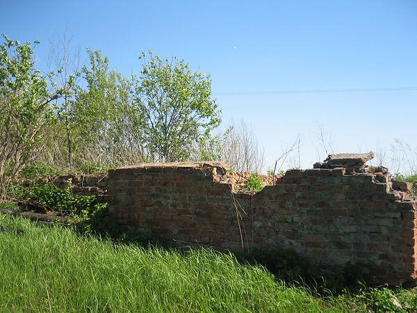 Фрагмент фундамента разрушенной церкви в селе Ольшанец. Фото 2012 г.