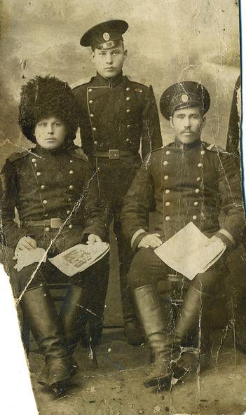 Головачев Максим Дмитриевич (слева), уроженец с.Трояново, участник Первой Мировой. Фото  1912 г.