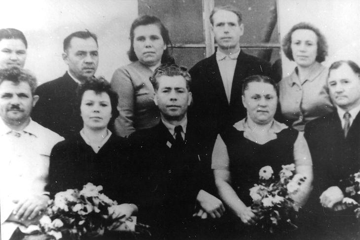 Коллектив учителей Андросовской школы. Фото 1960-х гг.