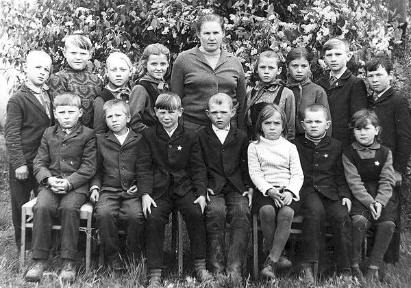 Ученики Тишимльской начальной  школы с у