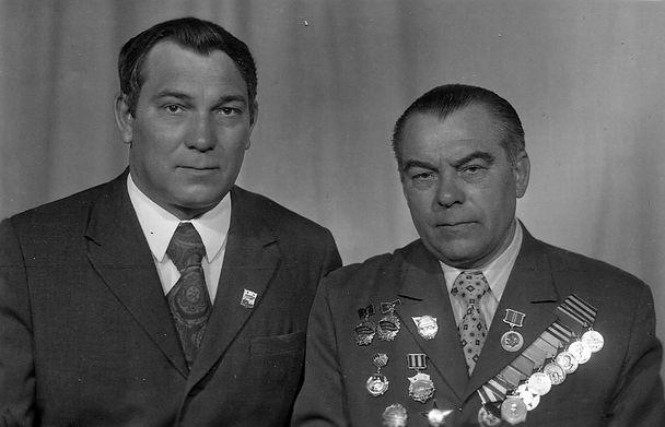 Седогин Павел Яковлевич (справа), ветеран ВОВ, моряк-подводник. Фото1975 г.