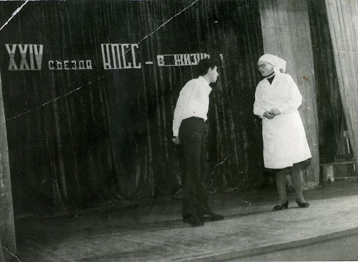 Щербакова Александра Михайловна, заведующая Остаповским клубом,  участвует в сценической постановке