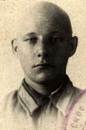 Марахин Николай Семенович, мл.лейтенант, участник ВОВ (фото https://pamyat-naroda.ru)