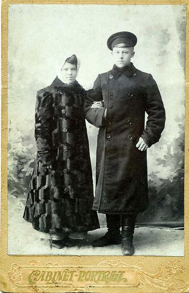 Трахоненков Кузьма Андреевич, уроженец сл.Михайловки, со своей супругой Натальей Стефановной
